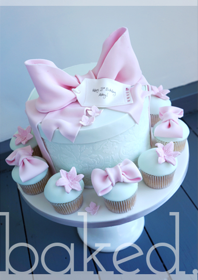 Hatbox Cake and cupcakes