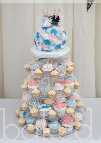 Pastel Kissing Cake Wedding Tower